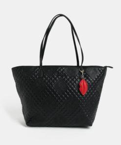 Černý koženkový prošívaný shopper s přívěškem Desigual Claudia