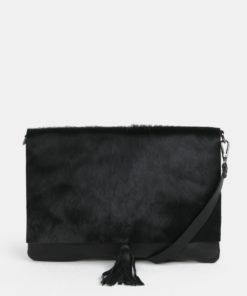 Černá kožená crossbody kabelka s kožešinovou klopou ZOOT